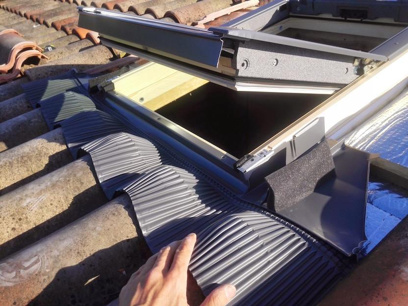Installer une fen tre de toit velux for Pose de velux sur tuile