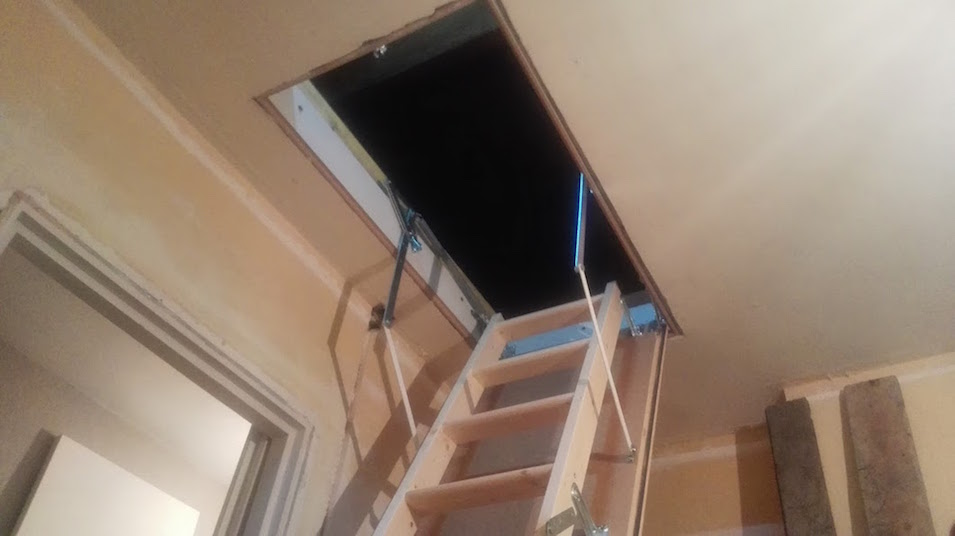 installer un escalier echelle escamotable pour combles. Black Bedroom Furniture Sets. Home Design Ideas