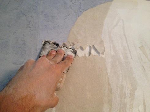 comment bien d coller son papier peint sans abimer son mur. Black Bedroom Furniture Sets. Home Design Ideas