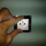 installer-poser-prise-de-courant-electrique-12