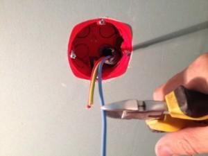 installer-poser-prise-de-courant-electrique-9