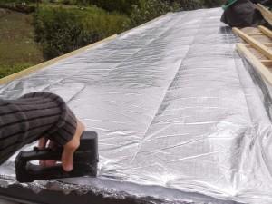 installation-isolation-mince-reflective-toit-10