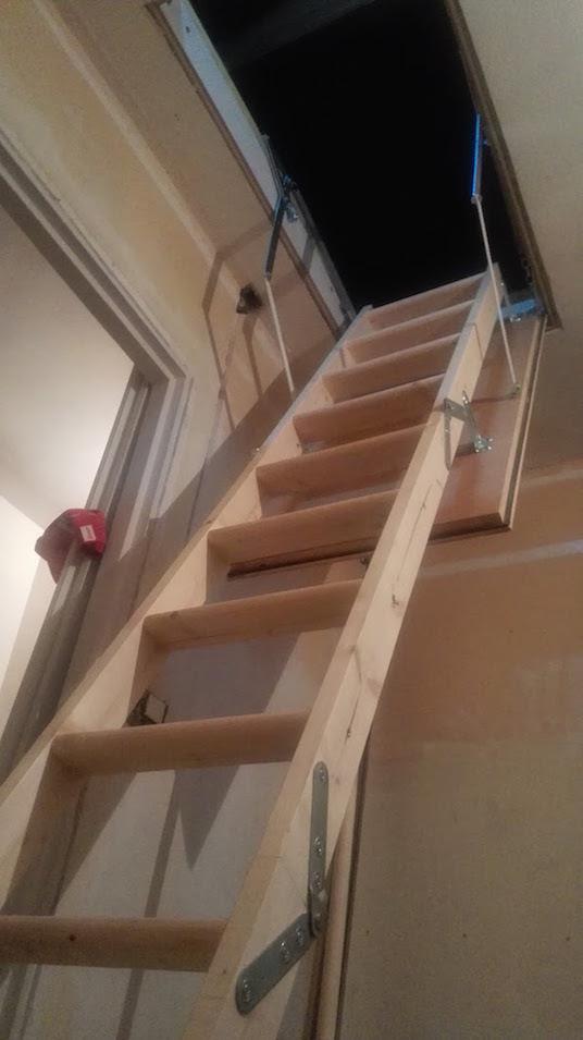 Jeune Installer un escalier/echelle escamotable pour combles NH-44
